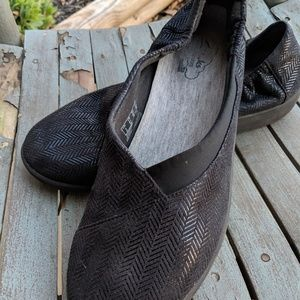 Cloudstoppers By Clarks Black Slip On Shoes 8.5M
